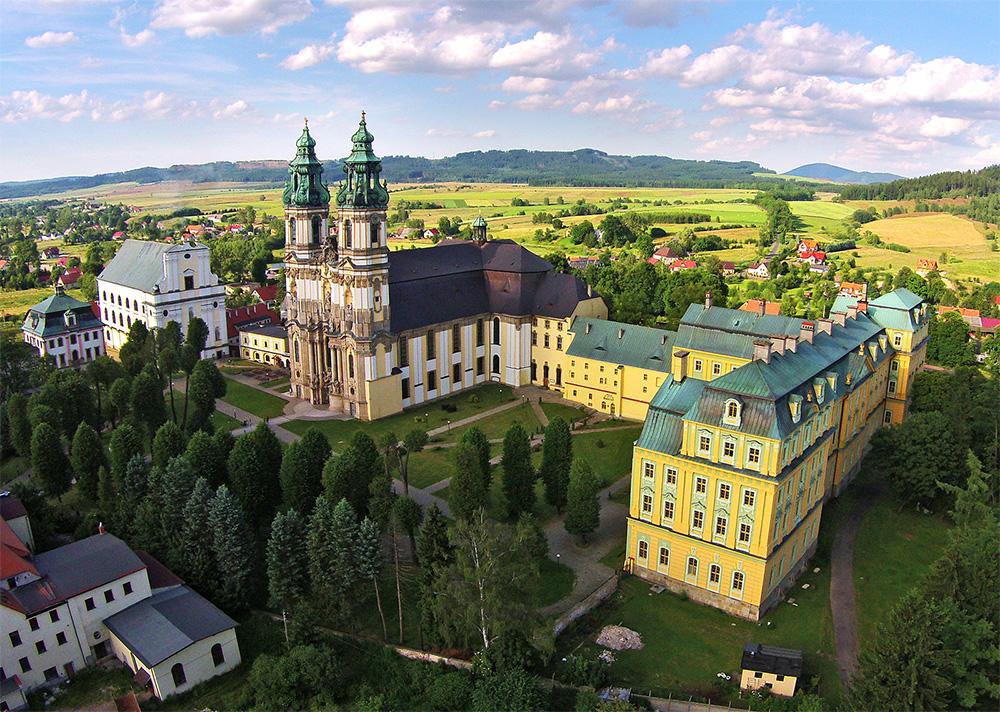 Sanktuarium w Krzeszowie z drona